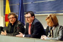 Los grupos minoritarios piden al Gobierno