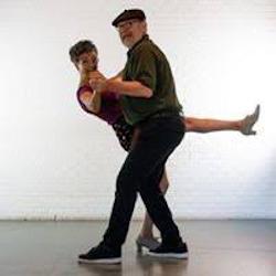 Lourdes Ibiricu y Victor Domingo bailando